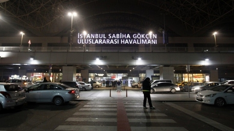 A general view of the main entrance of Sabiha Gokcen Airport of Istanbul is seen in this picture taken late February 7, 2014. Turkish security forces seized a Ukrainian man who made a bomb threat and tried to hijack a passenger plane, demanding to go to the Winter Olympics venue of Sochi, a Transport Ministry official told Reuters on Friday. Earlier Turkey had scrambled an F-16 fighter jet to accompany the Pegasus Airlines Boeing 737-800 plane with 110 passengers on board as it landed at Istanbul's Sabiha Gokcen airport after a flight from the Ukrainian city of Kharkov. REUTERS/Osman Orsal (TURKEY - Tags: CRIME LAW TRANSPORT POLITICS) - RTX18DL5